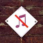 Bordje 'Geen muziek' van Paul Mijksenaar