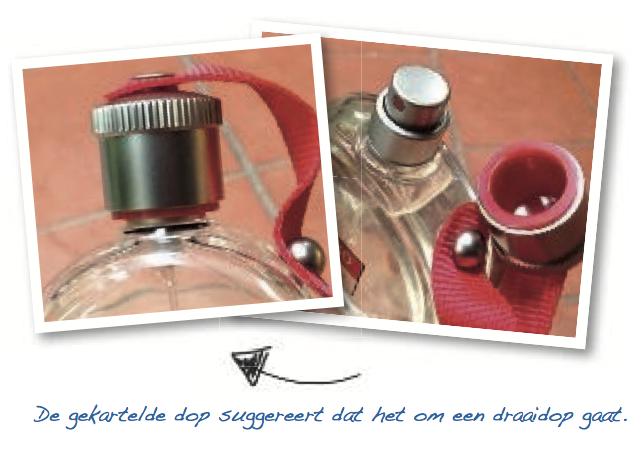 Een parfumfles heeft een ronde, gekartelde dop die daardoor de indruk wekt een draaidop te zijn. Het is echter een trekdop. De bovenkant van de spuitkop is plat, de richting van de spray is niet te voelen.