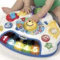 Elektronisch speelgoed voor een dreumes, met veel gekleurde toeters en bellen